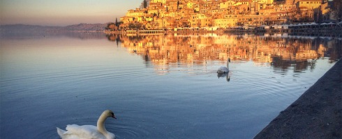 Swan Lake - Bracciano Lake tour with Rome Cabs