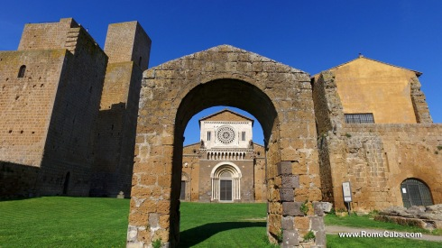 Day Trips from Civitavecchia I Rome, Countryside - Tuscania San Pietro Church - RomeCabs